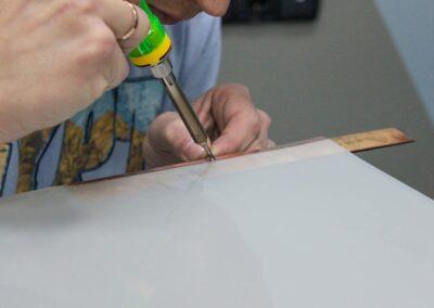 Монтаж контактной групы на стекло