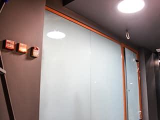 Смарт стекло в стене